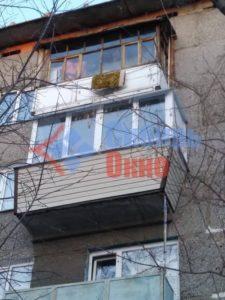 Отделка балкона сайдингом в Омске фото