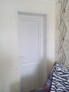 Установка пластиковых дверей в Омске от Сибирь Окно