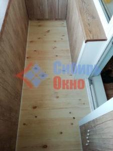 Пол на балконе из шлифованной доски фото
