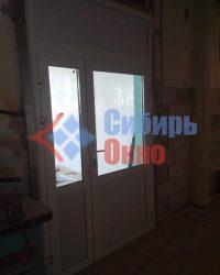 Установка алюминиевых входных дверей в Омске от Сибирь Окно